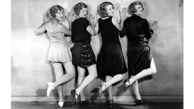 Váy mini không chỉ là chiếc váy siêu ngắn mà còn mang câu chuyện nữ quyền - 1