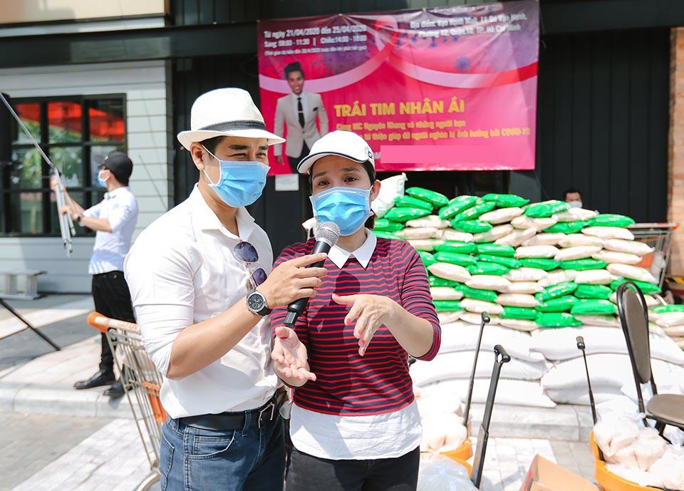 ATM gạo gây tranh cãi, MC Nguyên Khang làm từ thiện theo cách này - 1