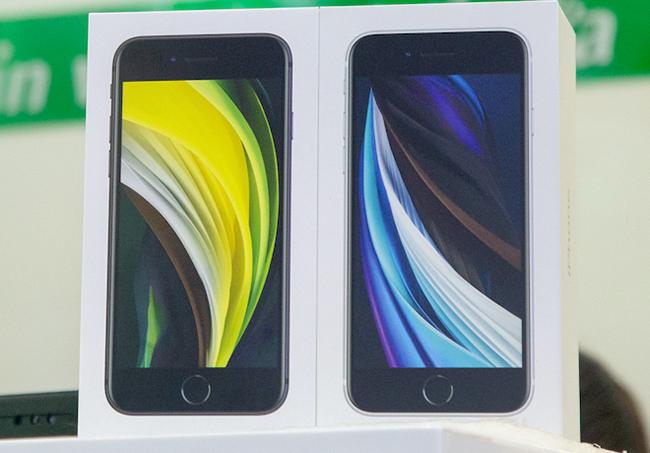 Sau 4 năm chờ đợi từ thời iPhone SE hồi năm 2016, cuối cùng người dùng cũng đã được nhìn thấy phiên bản kế nhiệm là iPhone SE mới.