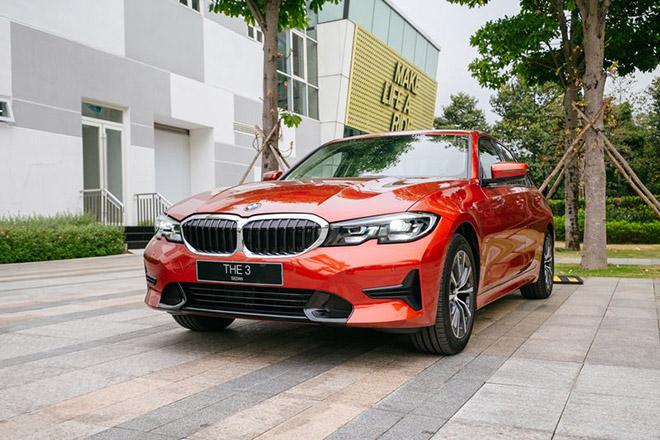 So sánh BMW 320i Sport Line vừa ra mắt và Mercedes-Benz C180 - 1