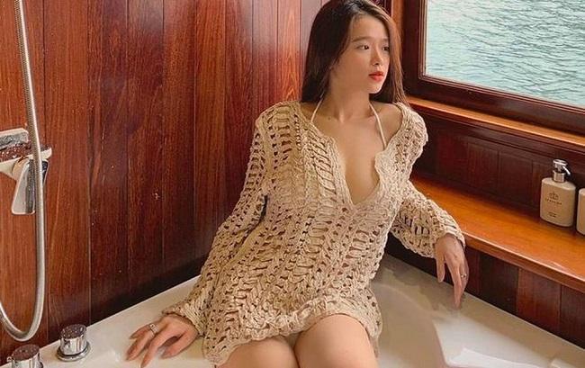 Tiếp sau đó, Linh Ka vướng loạt thị phi khi có các phát ngôn gây sốc hay khoe thân bằng những trang phục hở hang, gợi cảm.