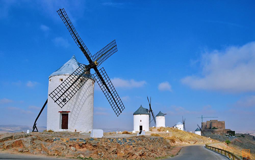Ngỡ ngàng ngôi làng cối xay gió có thực trong truyện Đôn Kihôtê ở Tây Ban Nha - 1