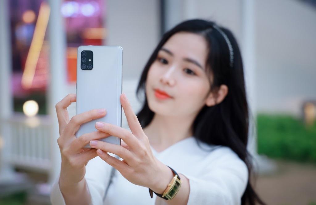 """Cùng phân khúc giá với iPhone SE 2020 có những smartphone này còn """"ngon"""" hơn nhiều - 1"""
