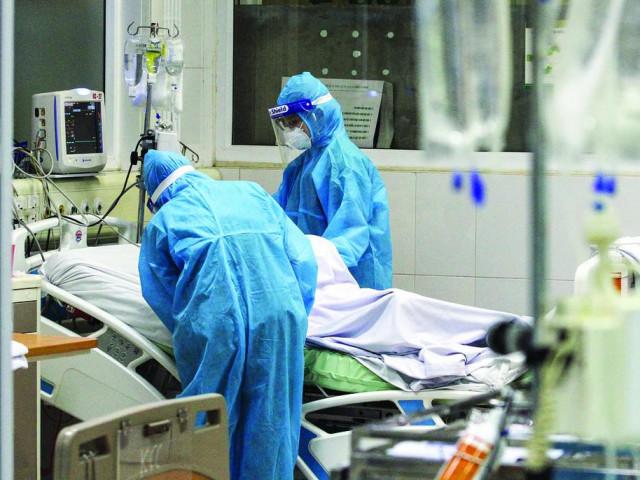 Chuyện những ngày đi qua 'áp lực âm' giữa đại dịch COVID-19