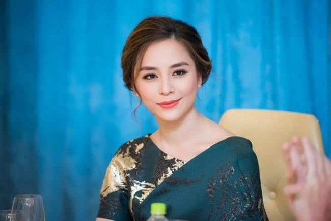 """Vài năm trở lại đây, Dương Trương Thiên Lý trở thành người phụ nữ quyền lực của làng giải trí khi đứng ra tổ chức, tuyển chọn các người đẹp dự thi """"Hoa hậu Hoàn vũ Việt Nam""""."""