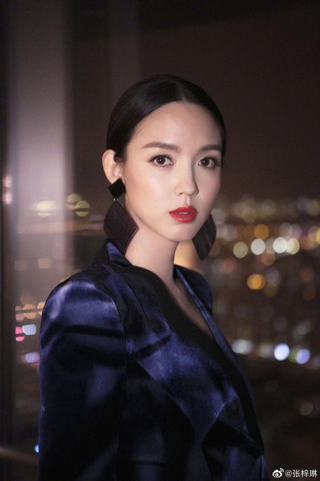 """Nhan sắc mặn mà, quyến rũ của Trương Tử Lâm khi tham gia một sự kiện gần đây. Vẻ đẹp của người đẹp 8X được giới truyền thông ca ngợi là """"sát thủ ống kính""""."""