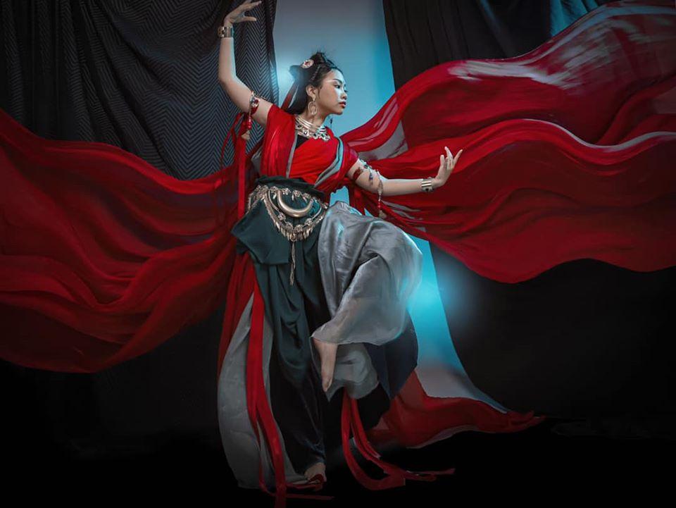 Phương Mỹ Chi mặc đồ cổ trang, vẽ lông mày lá liễu như mỹ nhân thần thoại - 1