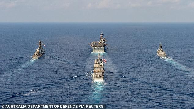 Cận cảnh các tàu chiến Mỹ thách thức Trung Quốc ở biển Đông - 1