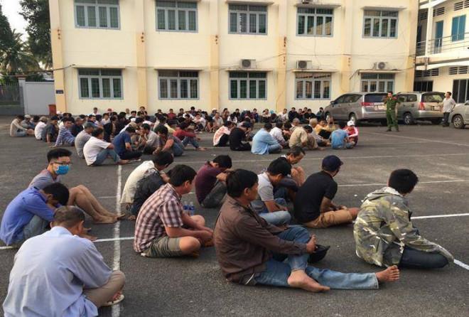 """Cảnh sát đột kích sòng bạc """"khủng"""" nằm giáp ranh 3 tỉnh, bắt 140 người - 1"""