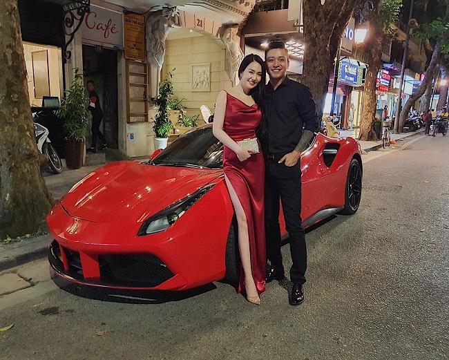Vì lý do đó, tiềm lực kinh tế của Hương Baby rất ổn định với nhà lầu xe hơi và bộ sưu tập đồ hiệu đắt giá.