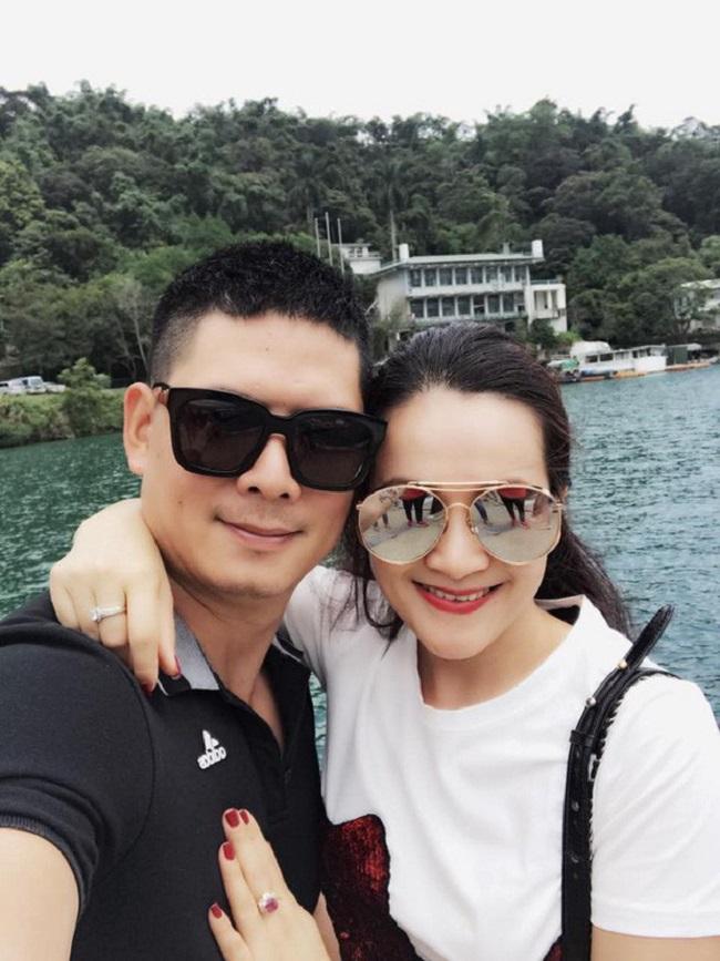 Cách đây không lâu, Bình Minh cùng bà xã Anh Thơ vừa tổ chức kỷ niệm 12 năm ngày cưới. Sau 12 năm chung sống, vợ chồng nam siêu mẫu đã có với nhau 2 cô công chúa đáng yêu.