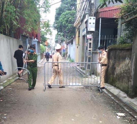 Hà Nội: Một công nhân bị sốt, 500 người phải cách ly - 1