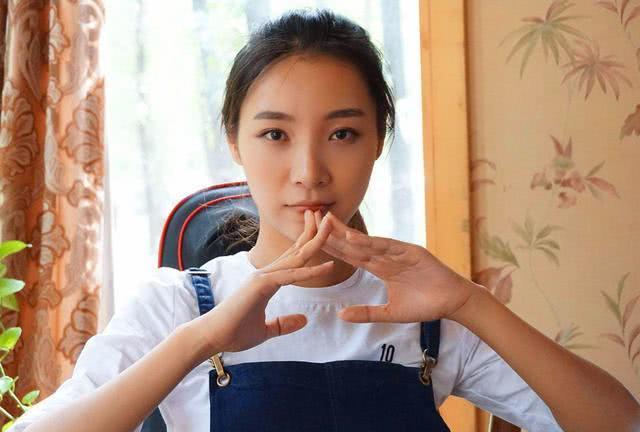 Có bằng thạc sĩ ĐH danh tiếng nhưng cô gái này lại chọn trở thành một streamer - 1
