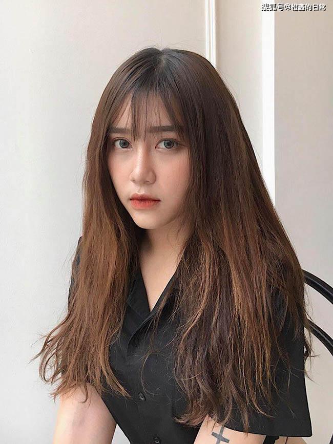 Nữ sinh 18 tuổi người Việt được báo Trung không tiếc lời khen ngợi - 1