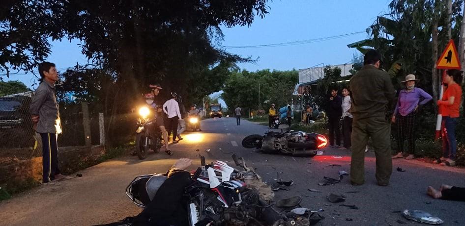 Quảng Ngãi: 2 xe máy tông nhau, 3 người thương vong - 1