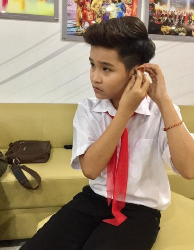 """Mới đây, Nhật Minh cùng một số giọng ca nhí biểu diễn trong chương trình """"Việc tử tế"""". Cậu bé cũng chăm chỉ phát hành các video cover như """"Hôm nay tôi buồn"""", """"Chưa bao giờ mẹ kể"""", """"Vụt sáng thành vì sao""""…"""