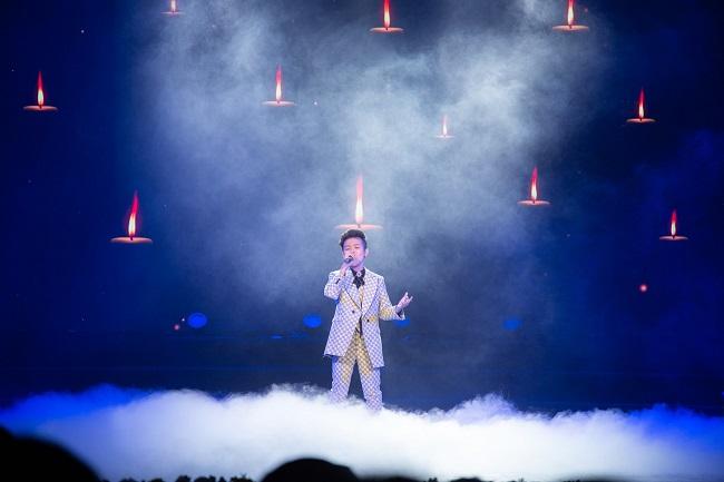 """Sau khi được Đông Nhi - Ông Cao Thắng dẫn dắt trở thành quán quân của """"Giọng hát Việt nhí"""", Nhật Minh tham gia biểu diễn trong nhiều chương trình âm nhạc trên sóng truyền hình, giao lưu nghệ thuật."""