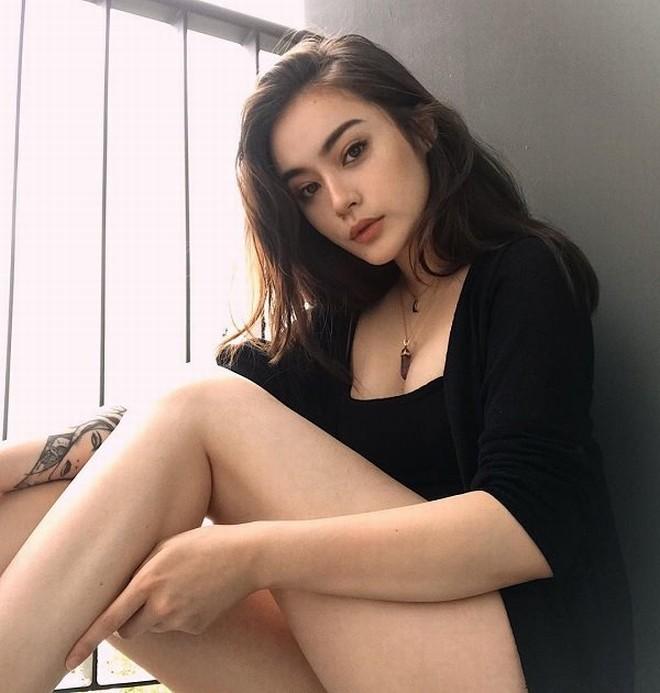 """""""Bông hồng lai"""" Việt – Đức xuất hiện trên báo Trung với nhan sắc sexy khó cưỡng - 9"""