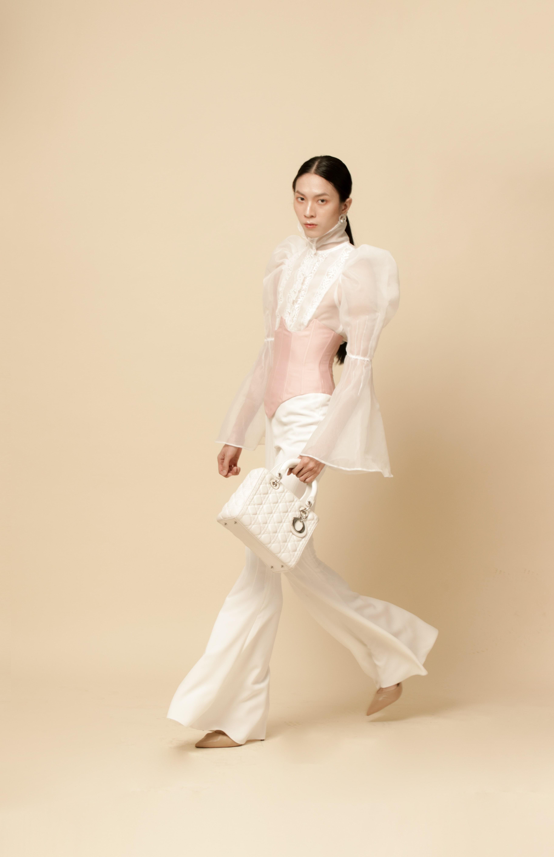 Vẻ đẹp của nữ sinh Việt ngành Thiết kế được cư dân mạng Trung Quốc hết lời khen xinh - 9