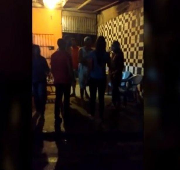 Brazil: Bác sĩ phán người nhà chết vì Covid-19, gia đình mở quan tài thấy cảnh sốc - 1