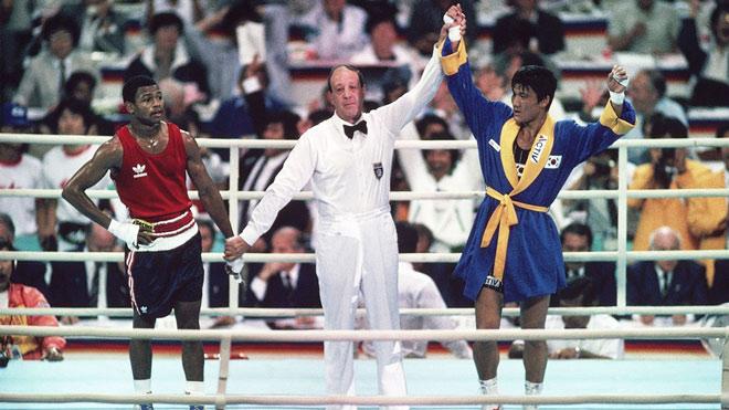 """Bị """"đổi trắng thay đen"""" mất HCV Olympic, võ sỹ thua cuộc phẫn uất - 1"""