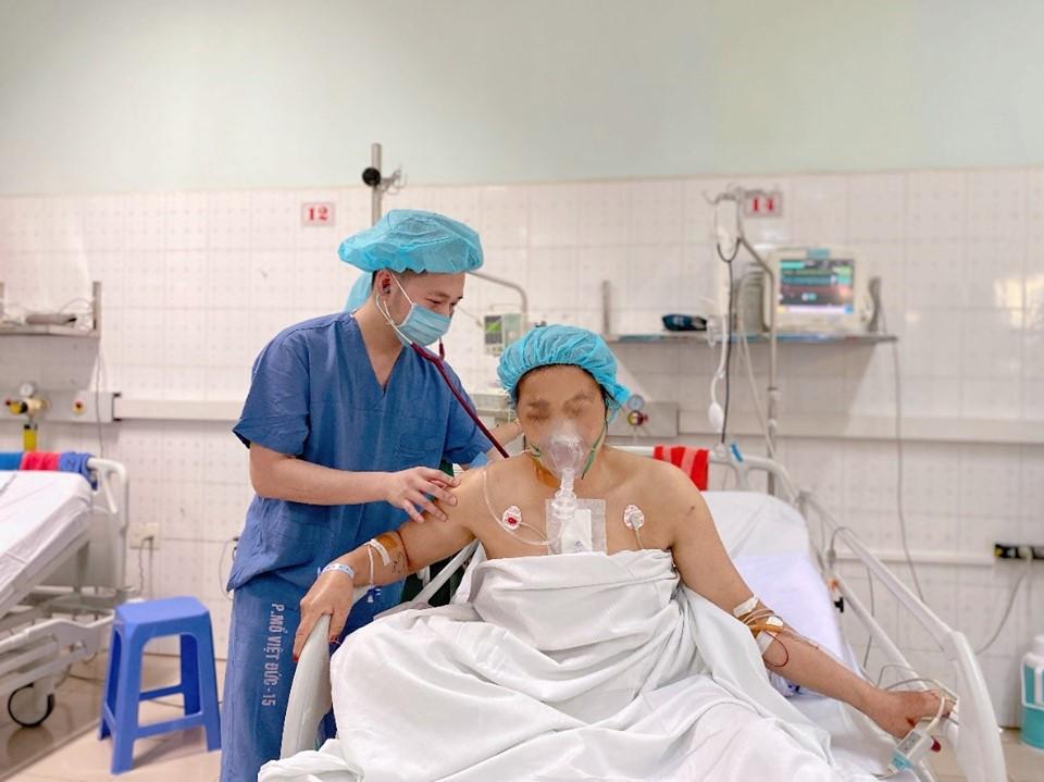 Cứu sống người phụ nữ bị đạn bắn xuyên tim - 1