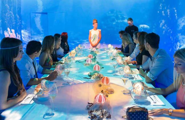 1. Sublimotion (Ibiza, Tây Ban Nha): Là nhà hàng có giá đắt nhất thế giới, Sublimotion mang đến trải nghiệm ngồi trên ngai vàng cho khách hàng khi ăn uống. Khách hàng sẽ ăn trong căn phòng với trải nghiệm ảo ảnh từ lase, kính VR và DJ. Mỗi món ăn ở đây có giá tới 1.800 USD (gần 42 triệu VND).