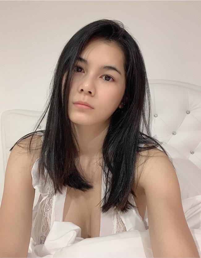 Năm 2018, Nong Nat bị cảnh sát tạm giữ và thẩm vấn vì quảng cáo cá độ bóng đá mùa World Cup 2018. Theo luật, cô có thể bị phạt 1.000 baht (gần 700.000 đồng) và án tù 1 năm. Tuy nhiên, sau nhiều tháng, Chaichalermpol vẫn bình yên vô sự khiến nhiều người tò mò. Truyền thông Thái Lan cũng không đưa tin về việc xử phạt cô đào ra sao.