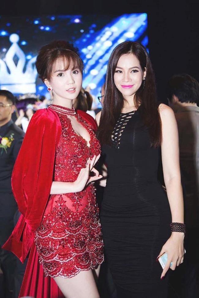 Thời điểm Hoàng Kiều yêu Ngọc Trinh, đôi lần Lan Phương xuất hiện cạnh 'nữ hoàng nội y' và nhan sắc rạng rỡ không hề kém cạnh.