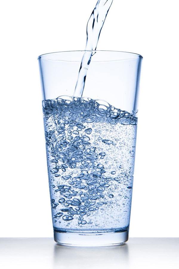 """""""Giải độc"""" cơ thể bằng nước điện giải ion kiềm - 1"""