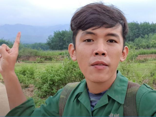 """YouTuber phụ hồ nghèo nhất VN bỏ nhà lên rừng """"ở ẩn"""" vì lý do không ngờ - 1"""