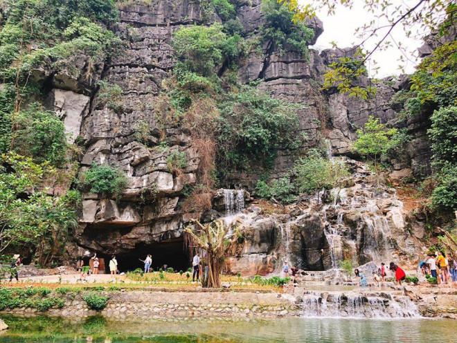 Truy tìm ốc đảo xương rồng, thác nước mới nổi ở Ninh Bình - 1