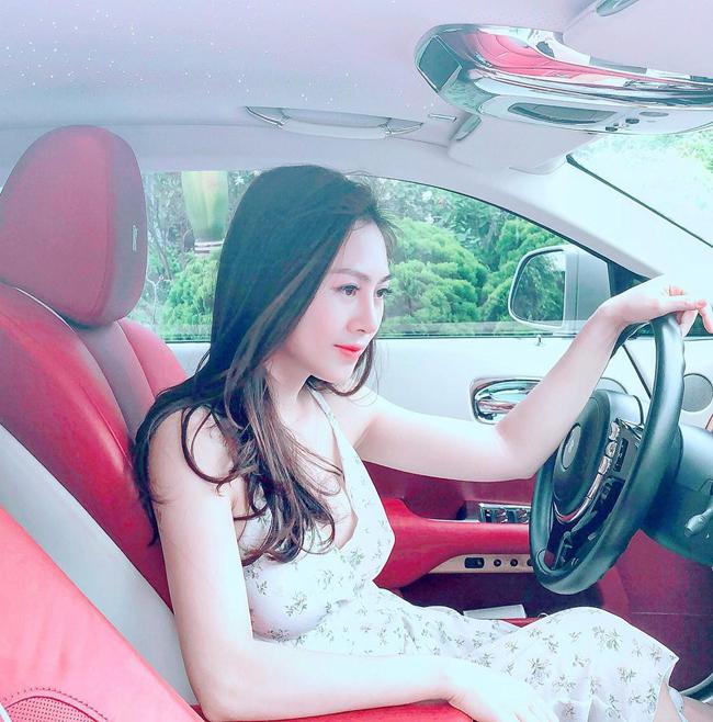 Yến Xôi(tên thật là Đinh Hải Yến)là một trong những hot girl tham gia vào nhiều phim hài miền Bắc. Biệt danh này xuất phát từ việccô nàng nổi tiếng từ loạt sitcomKem Xôi. Năm 2017, Yến Xôi gây bất ngờ khi lên xe hoa.