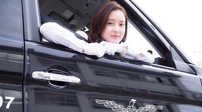 """Vẻ đẹp """"gái một con trông mòn con mắt"""" của """"nữ tài xế xinh nhất Nhật Bản"""" - 7"""