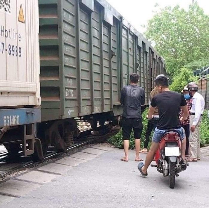 Thắt lòng gia cảnh người phụ nữ để lại xe đạp điện lao vào tàu hỏa đang chạy - 1