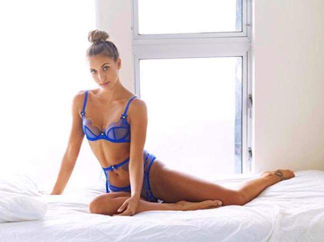 Tiền vệ đang chơi cho Hoffenheim,Steven Zuber là một cầu thủ không quá nổi bật. Tuy nhiên, vợ của cầu thủ này -Mirjana Zuber lại là một trong những WAG nóng bỏng nhất Bundesliga. Cô từng tham gia cuộc thi hoa hậu tại quê nhà Thụy Sĩ và hiện đang là người mẫu ảnh.