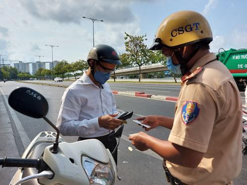 CSGT tổng kiểm tra phương tiện đường bộ: Làm nóng lại Nghị định 100 - 1