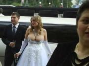 Những cô dâu mặc hở không đối thủ khiến quan khách dễ ngượng chín mặt