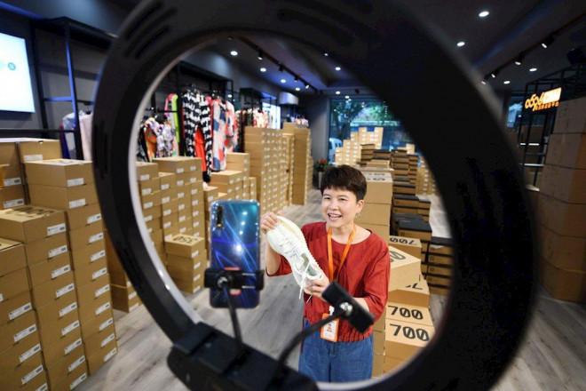 Trung Quốc chính thức công nhận bán hàng livestream là một nghề - 1