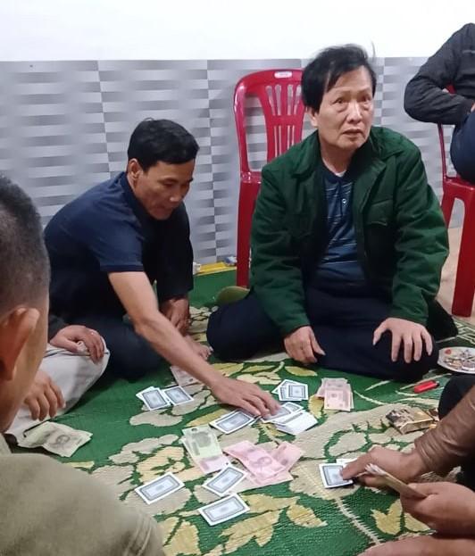 Chủ tịch xã đánh bạc trong mùa dịch gây xôn xao đã bị xử phạt - 1