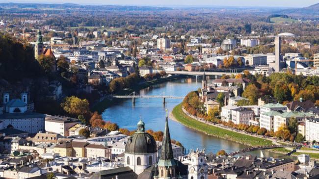 Salzburg, Áo: Thành phố là quê hương của nhà soạn nhạc thiên tài Mozart. Nơi đây cũng nổi tiếng với phong cảnh đẹp và các công trình kiến trúc cổ kính.