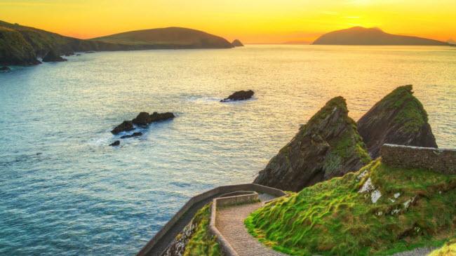 Bán đảo Dingle, Ireland:Bán đảo ở vùng Kerry là thiên đường dành cho những du khách thích các hoạt động mạo hiểm ngoài trời.