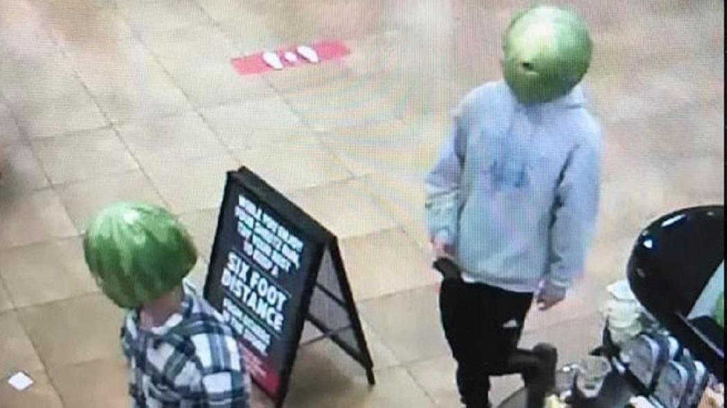 """Cộng đồng mạng phát sốt với hình ảnh băng trộm """"đầu dưa hấu"""" - 1"""