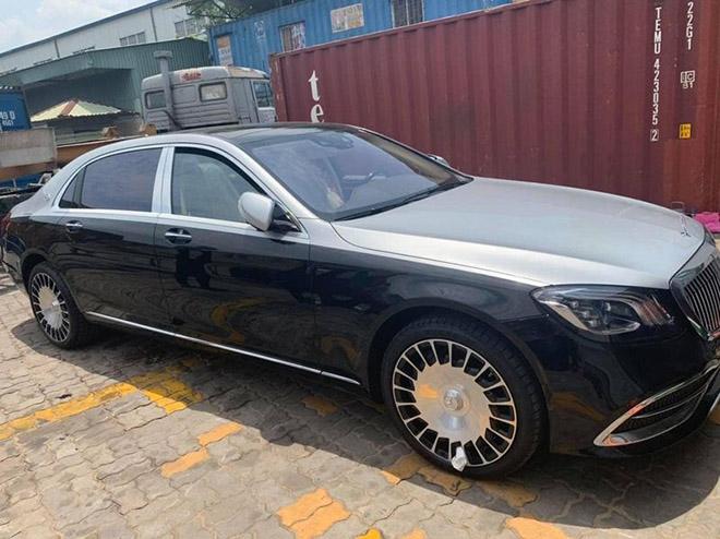 """Vén màn Mercedes-Maybach S 560 """"Duo-Tone"""" đầu tiên về Việt Nam - 1"""