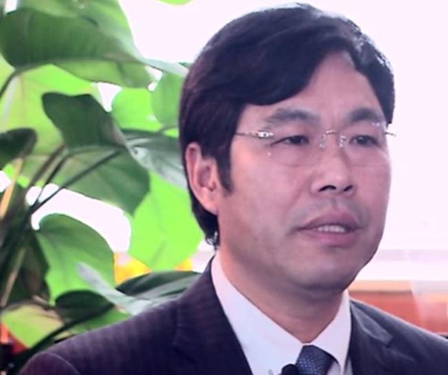 Ông Li Chao Wang xuất thân từ một gia đình nghèo ở Quảng Đông, Trung Quốc, sau khi học xong cấp 3 thì đi làm ở một cơ sở sản xuất giấy.