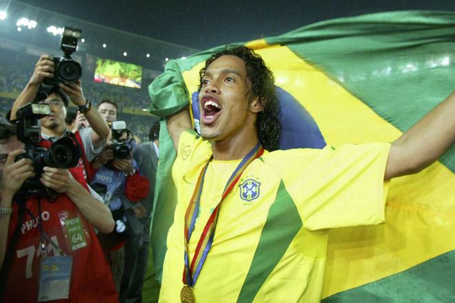 Chuyển nhượng siêu tưởng: Nếu Ronaldinho gia nhập MU, Ronaldo sẽ ra sao? - 1