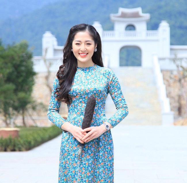 """Quảng Ninh được mệnh danh là một trong những """"miền gái đẹp"""" ở Việt Nam. Nhắc tới những cô gái xinh đẹp nức tiếng ở vùng đất này, người hâm mộ khó có thể bỏ qua cái tên Phạm Thanh Tâm - nữ biên tập viên, MC đài truyền hình."""