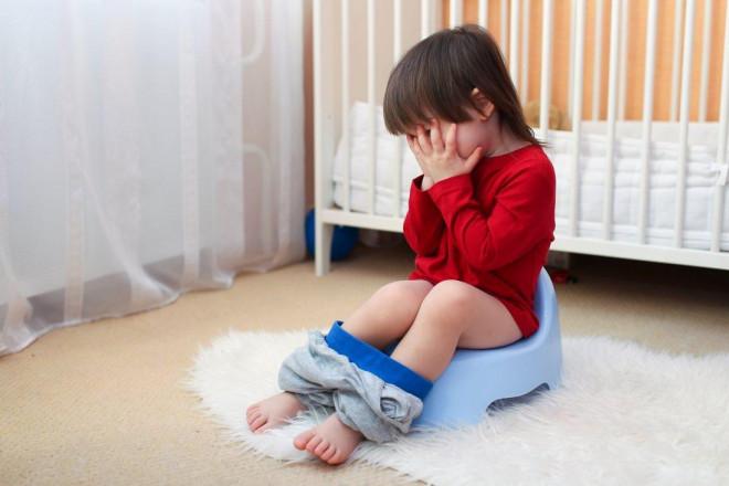 Ngày hè, trẻ dễ bị tiêu chảy và đây là những cách mà cha mẹ có thể vô tình làm hại trẻ - 1