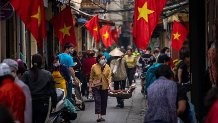 Forbes: Người Việt Nam có độ tin tưởng cao nhất vào báo chí trong nước về Covid-19 - 1
