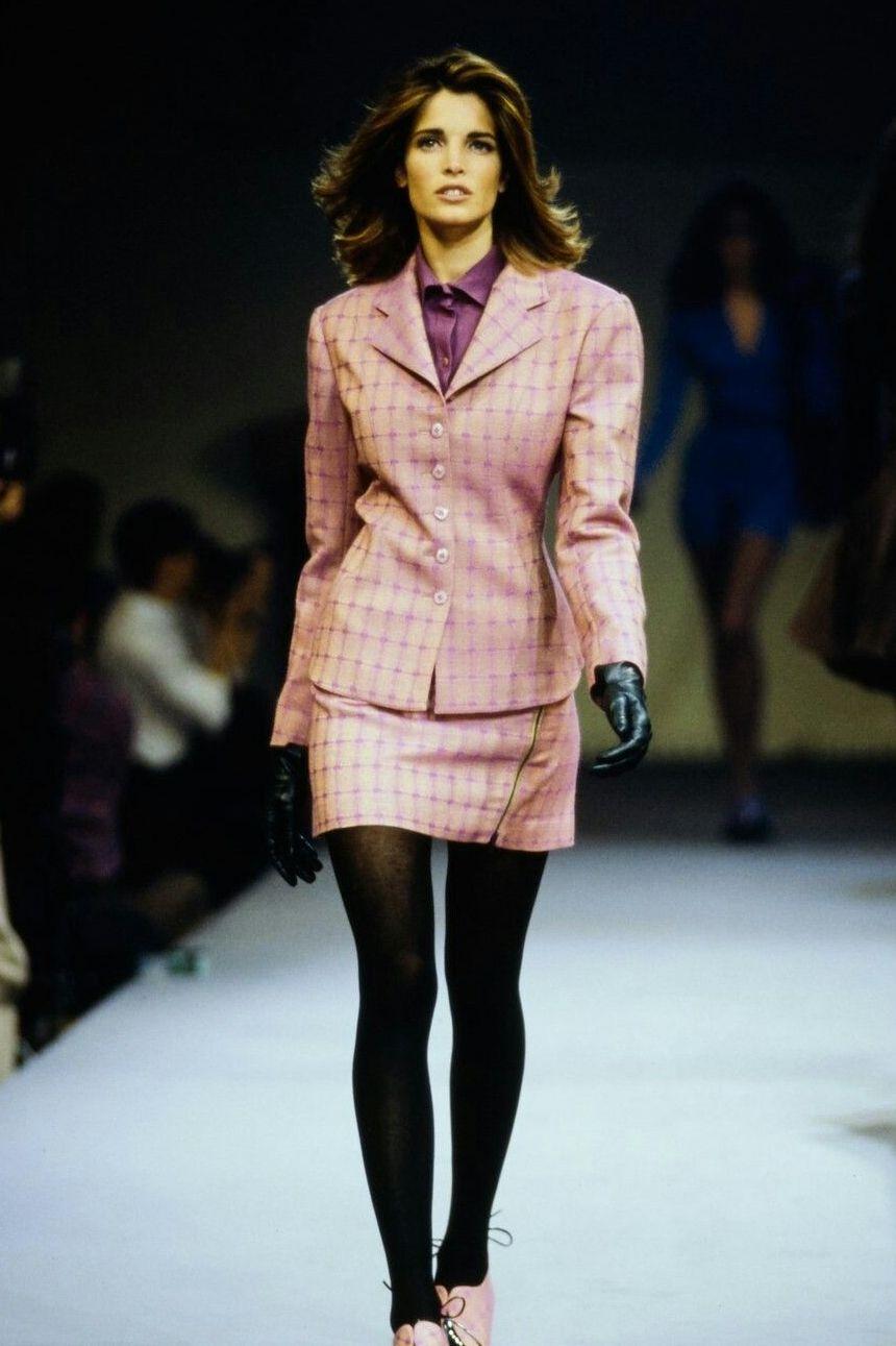 Váy suit: Biểu tượng nữ tính tận cùng của phụ nữ nơi công sở - 3